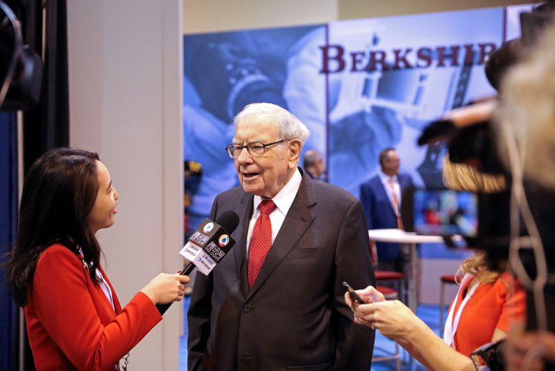 FILE PHOTO: FILE PHOTO: Berkshire Hathaway Chairman Warren Buffett walks through the exhibit hall as shareholders gather to hear from the billionaire investor at Berkshire Hathaway Inc's annual shareholder meeting in Omaha