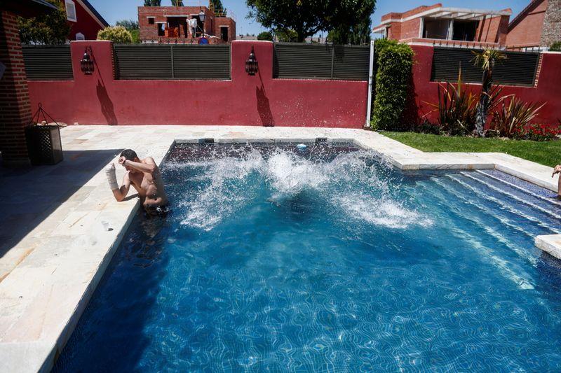 Swimming pool rental APP experiences boom due to cornavirus