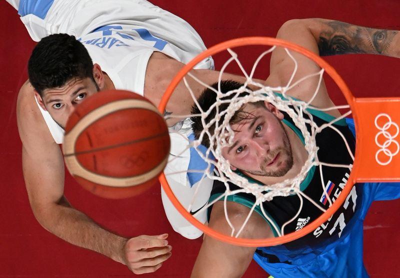 Basketball - Men - Group C - Argentina v Slovenia